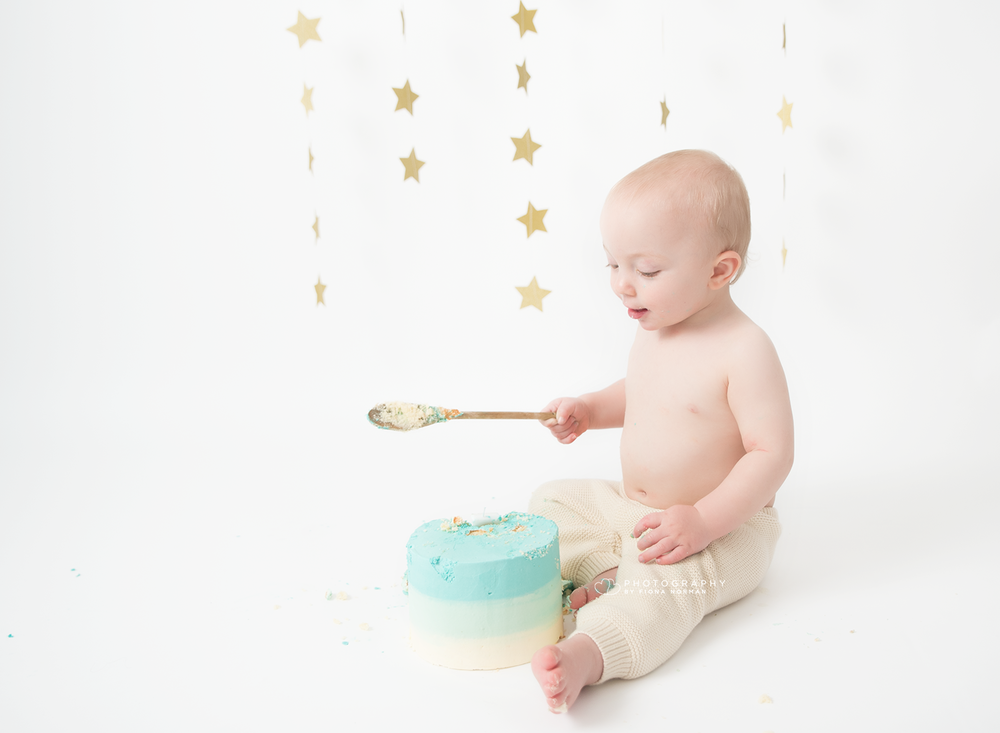 one year cake smash little love photoraphy by fiona norman.png
