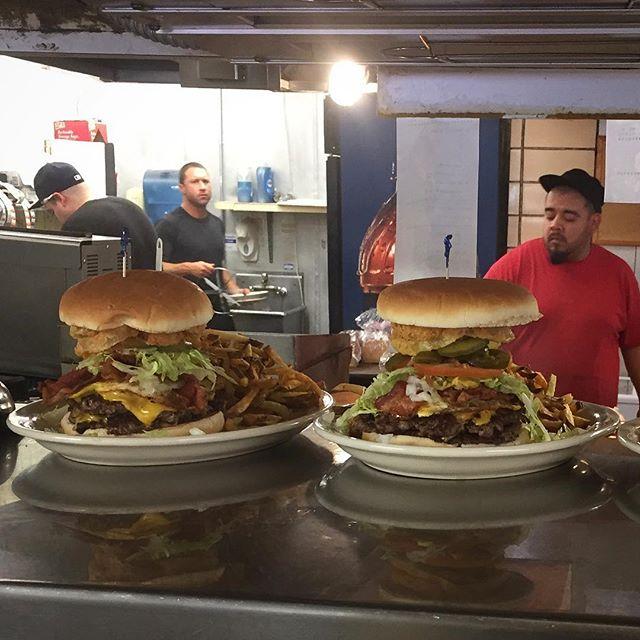 Your burgers are ready 😀🤗😍#minerdunn #highlandindiana #bestburger #amazing #burger #burgerlove #dinnertime🍴 #delicious #hugeburger