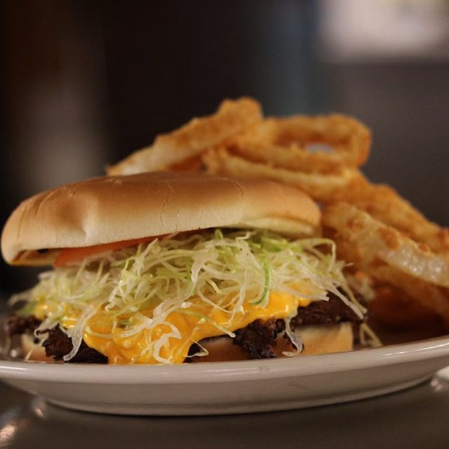 Nacho Burger w onion rings #homemade #onionrings #nacho #minerdunn #bestburger #chicagoburger #chicagoland #burger #burgerlove #burgerlovers #highlandindiana #nwi