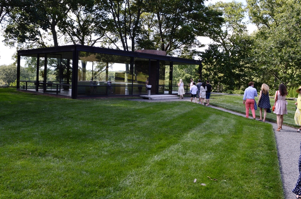 Victory Club members & guests approach The Glass House, New Canaan