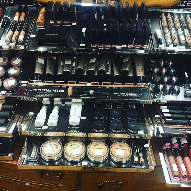 "Doing my makeup for album photo shoot at our lovely local #montpeliervt shop ""Splash"" @kelly_splashing & @stephseven7 helping me!"