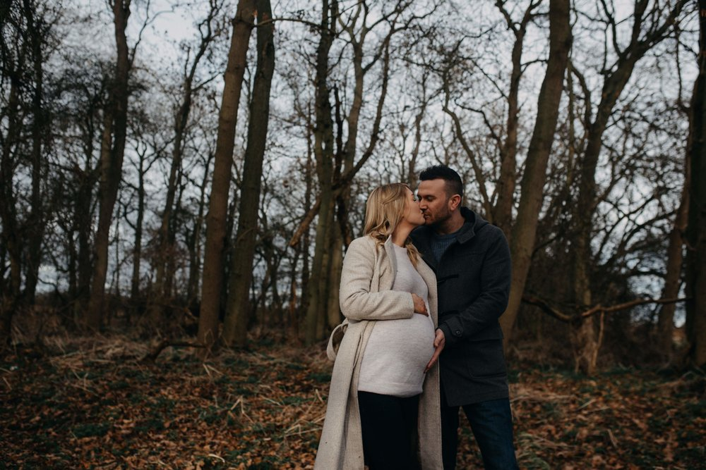Outdoors pregnancy photography