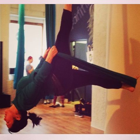#workoutwednesday @nereesespieces giving us some #airyoga and #90s #funk on the #blog today: http://goo.gl/GV8bPn #verylastthing #fitness