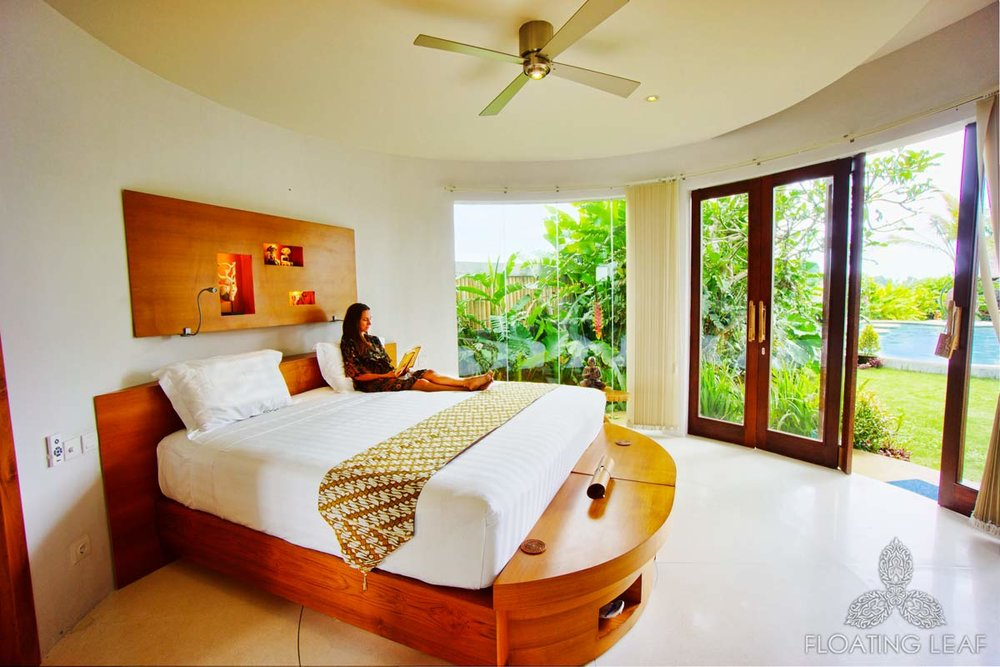 PACKAGE 1 - TWIN ROOM / SHARED BATH  Features: Shared Bath, Garden or Pool Views, Air Conditioning, Round Suite, Twin Beds, Wi-Fi, Private Terrace or Balcony, Fan.