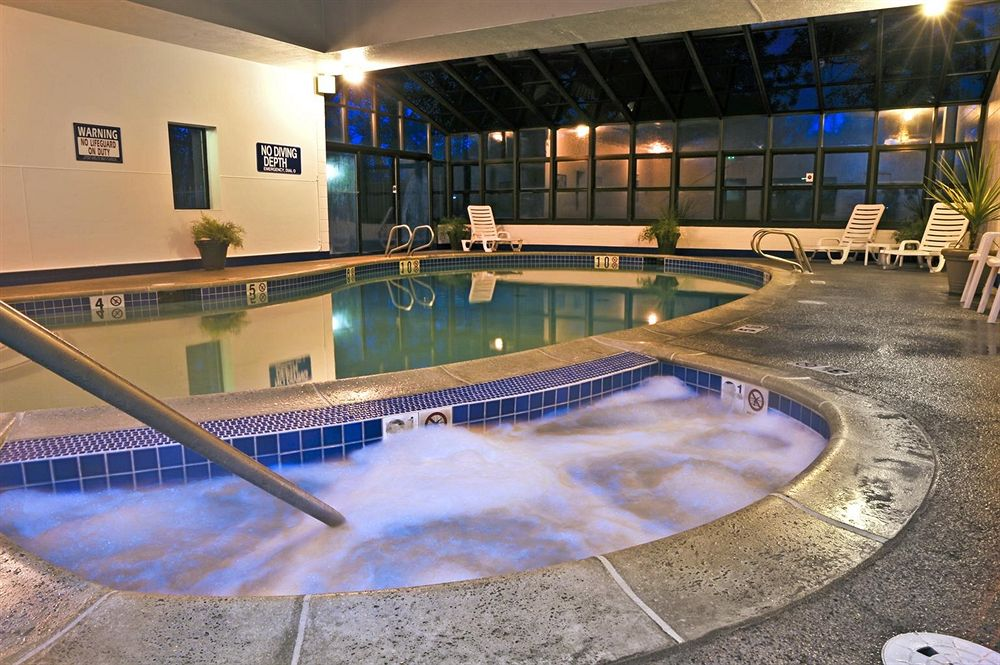 Pool and Jacuzzi (low res).jpg