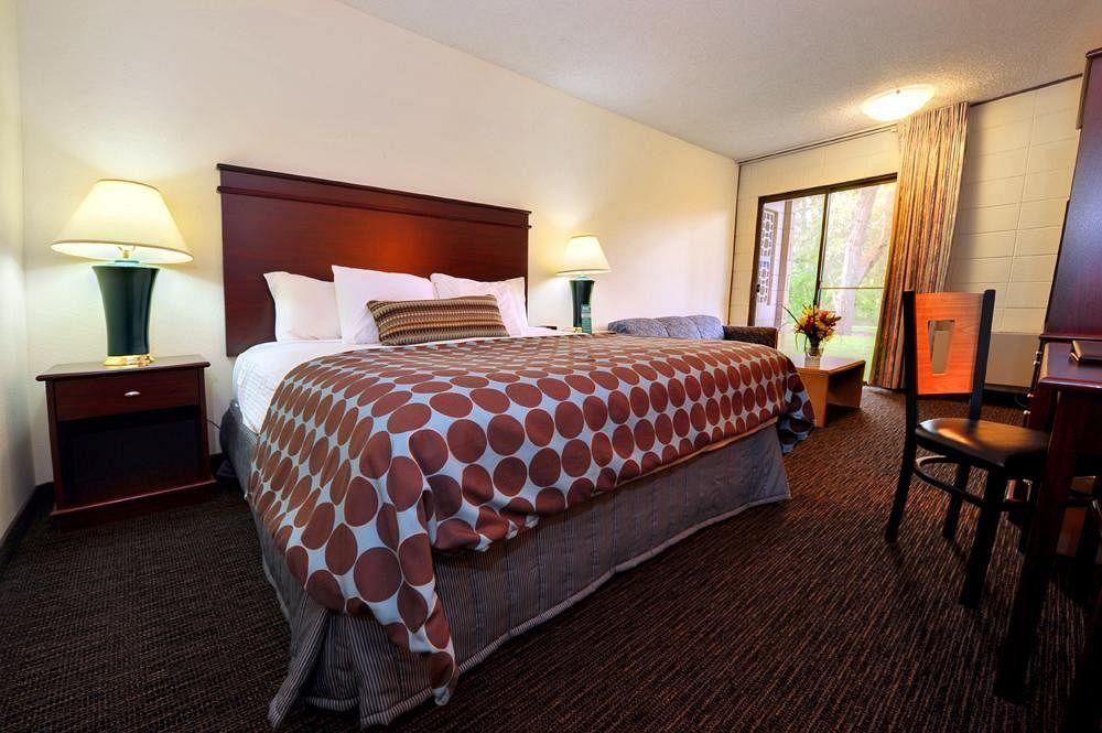 Room 1 (low res).jpg