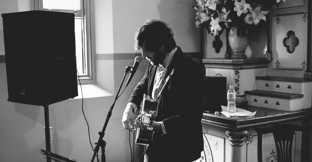 Suaver artist Matt Boylan-Smith performing at the wedding of NRL player Dan Hunt in the Hunter Valley
