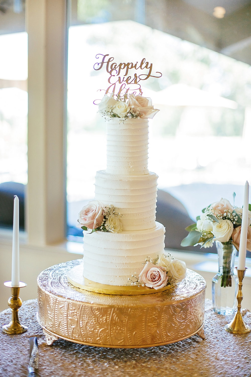 Image by  Anna Perevertaylo Photography , Cake by  Upper Crust Bakery Chico