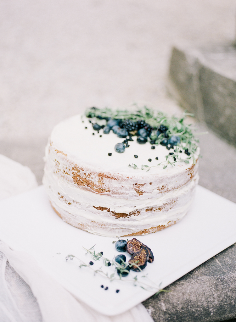 CAKES & DESSERTS