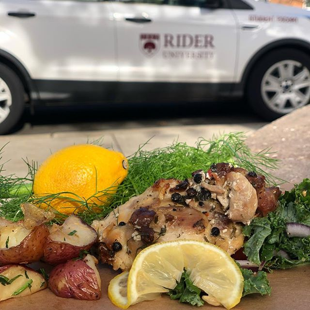 Drive down to @rider_eats @rider_university for lunch and experience the benefits of dill lemon and kale @compassgroupusa #jehangir #food #eating #eat #sustainability #sustainable #today #rideruniversity #lemon #kale #fennel