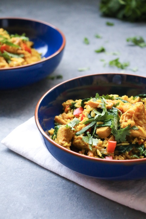 One-pot chicken rice, spiked with Middle Eastern flavors, red bell peppers and baby spinach.