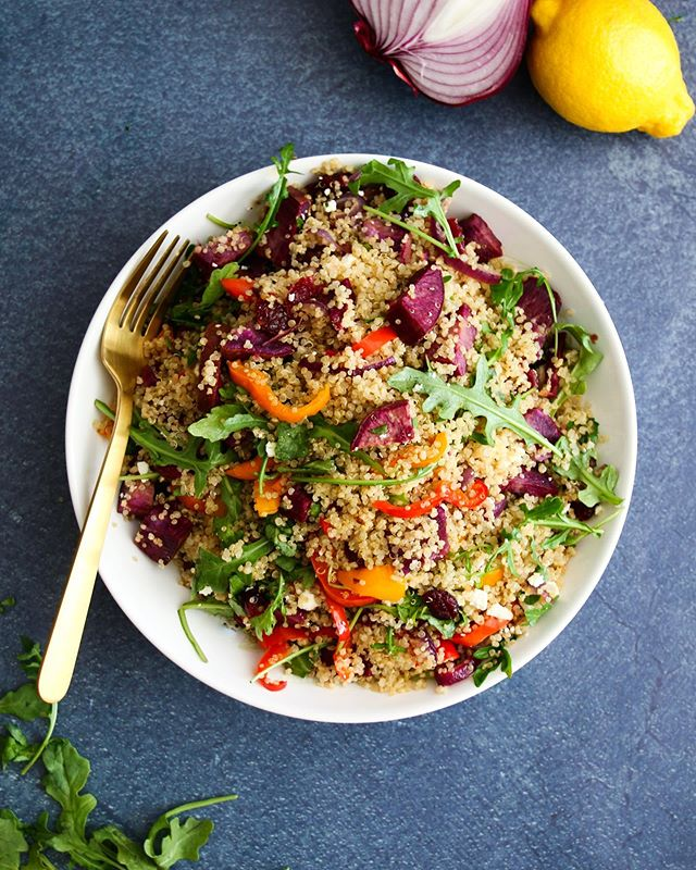 The big ol' quinoa salad that gives back all week long. Recipe coming to the blog next week. 🥗📆 The perfect dish between candy canes and cookies this Christmas.🎄🎅🏻 #dietitian #nutritionist #eattherainbow #feedfeed #healthyrecipes #glutenfree #easyrecipes #feedfeedglutenfree #vegetarian #quinoa #foodblogger #christmas