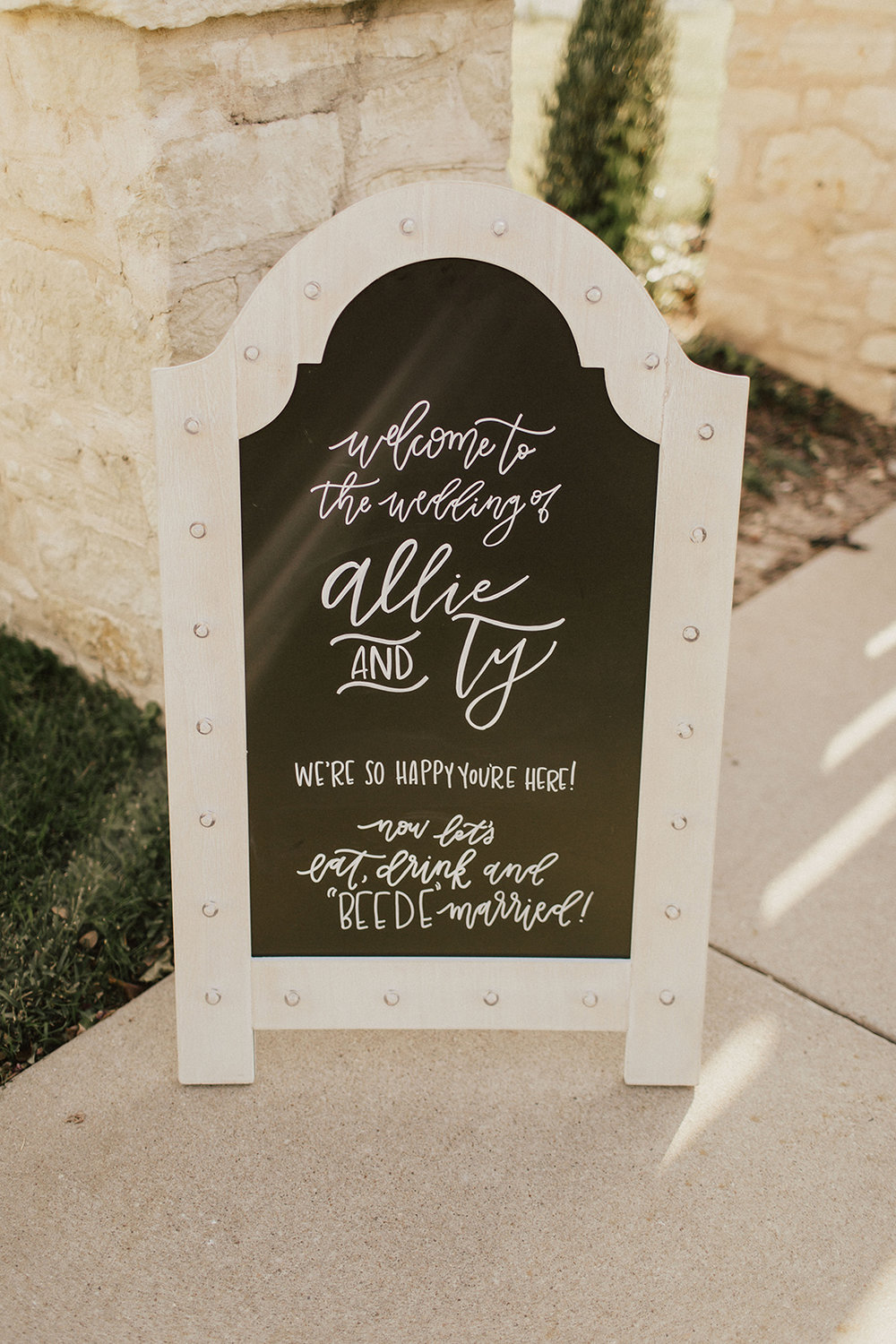 allie-tyler-vintage-villas-austin-texas-wedding-photographer-325.jpg