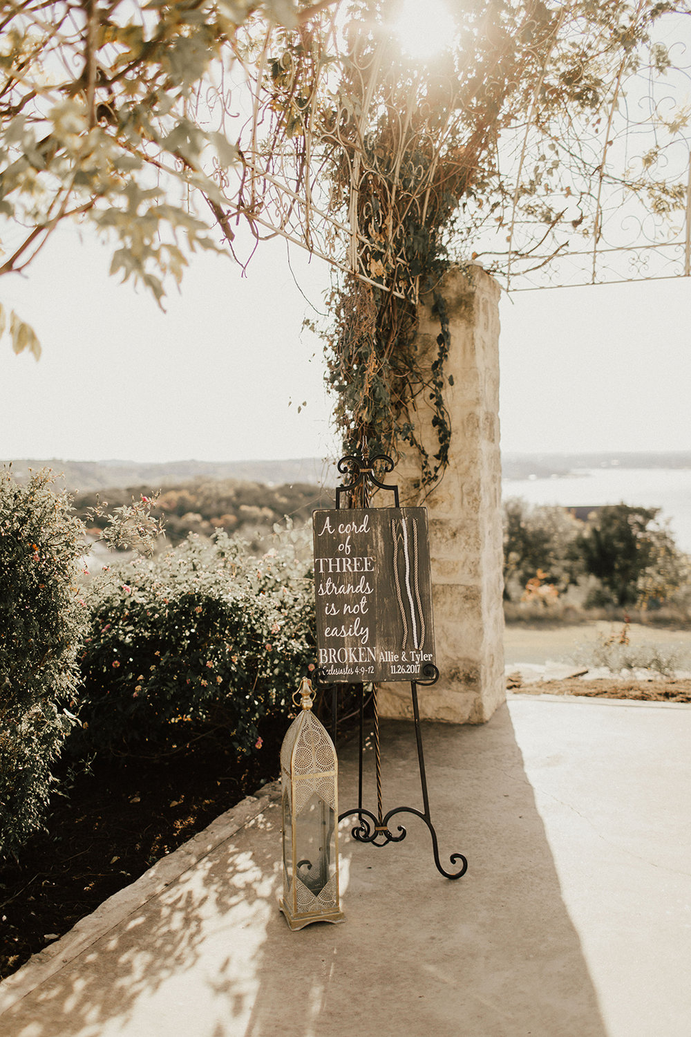allie-tyler-vintage-villas-austin-texas-wedding-photographer-339.jpg