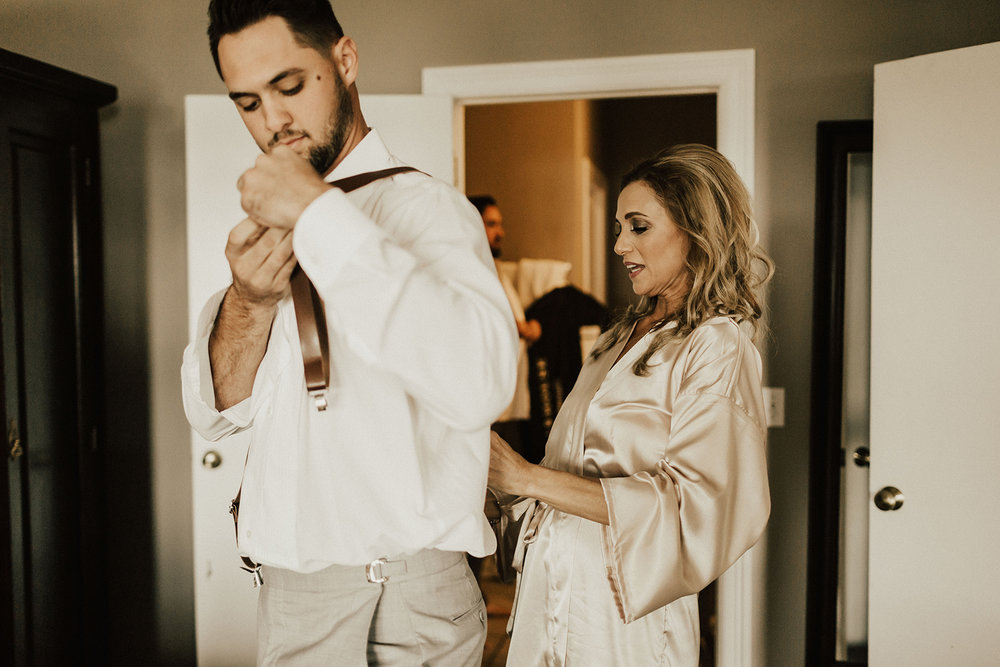 allie-tyler-vintage-villas-austin-texas-wedding-photographer-827.jpg