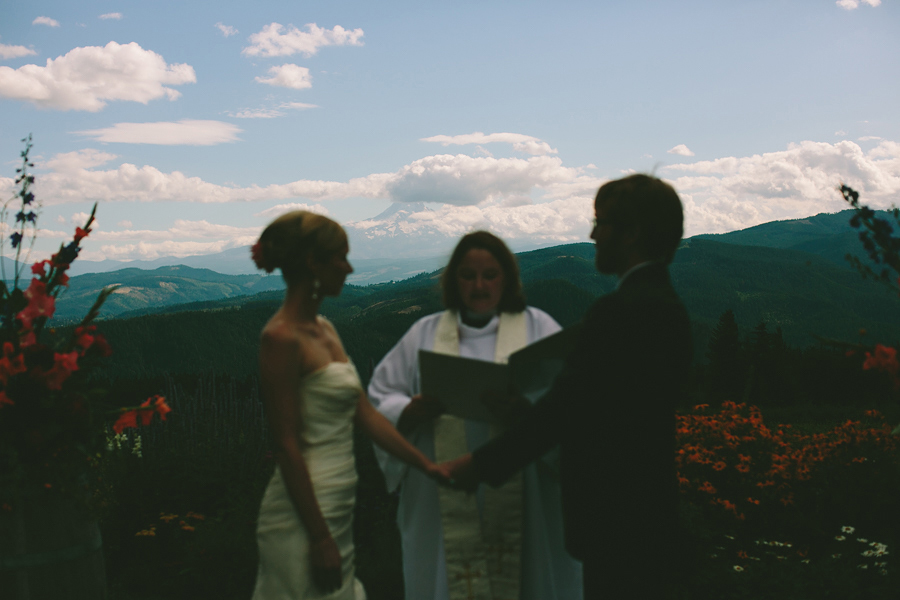 Gorge-Crest-Vineyards-Wedding-077