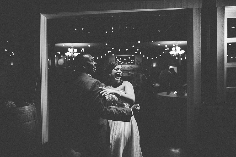 Gorge-Crest-Vineyards-Wedding-Photographs-12.jpg