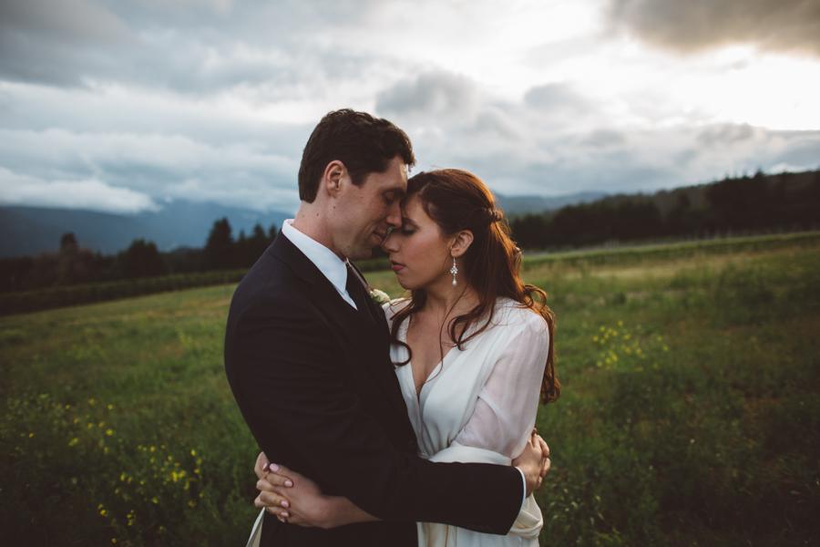 Gorge-Crest-Vineyards-Wedding-11.jpg