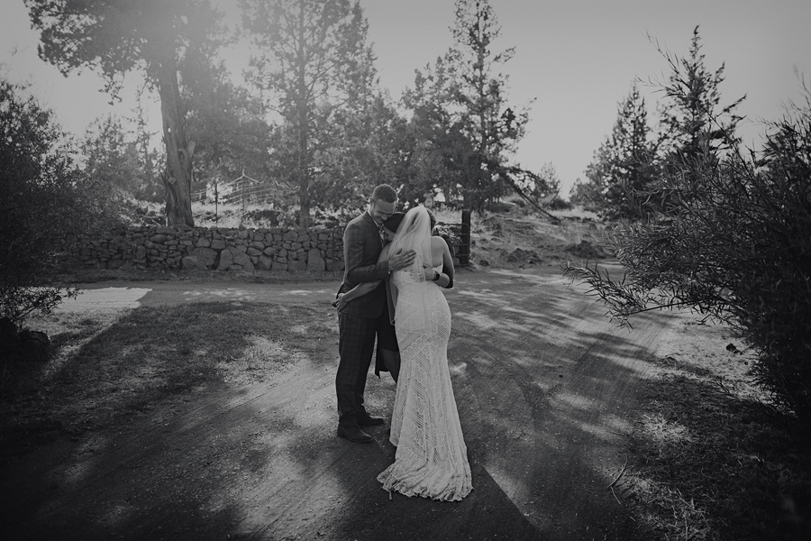 Bend-Wedding-Photographer-71.jpg