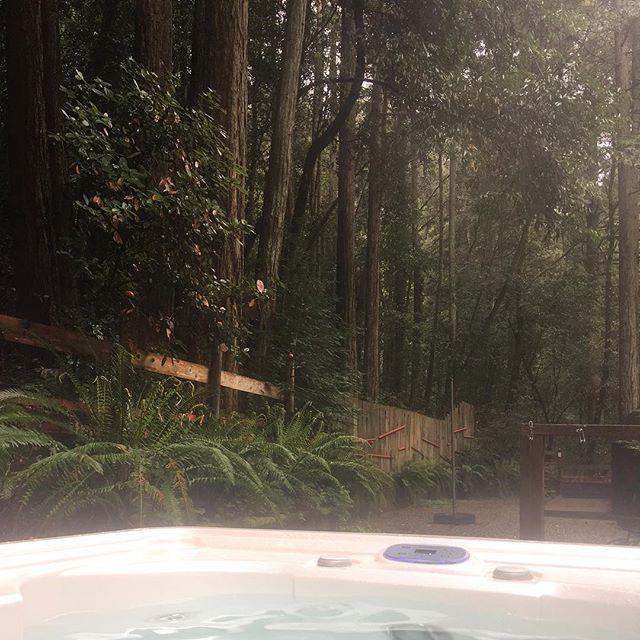 Hot tub + 🌲🌲 + 🌧 = 😍 #retreat #russianriver