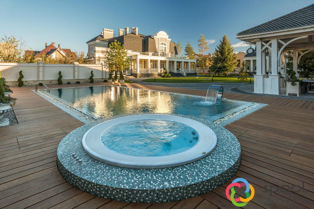 Переливной бассейн со спа.jpg