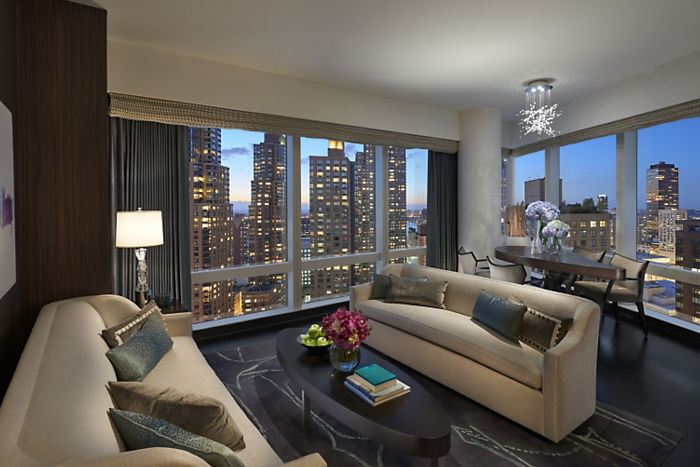 new-york-15-suite-hudson-river-view-living-room-1.jpg