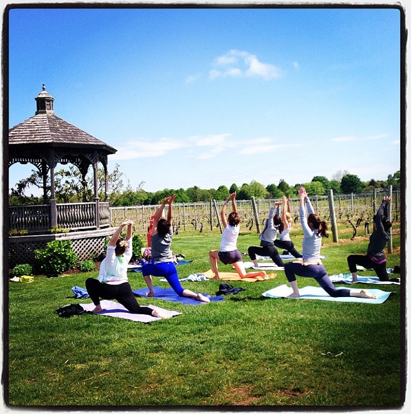 Wolffer Vineyard Yoga Class - Credito Cortesia.png