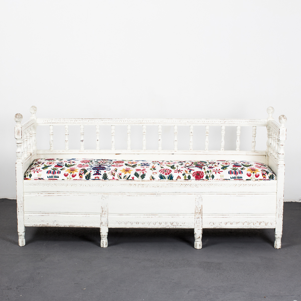 Sofa Bench W Storage Gustavian Sweden Sofa Bench With Storage E51