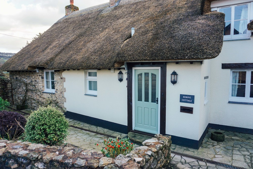 Thatched roof cottage in Somerset.