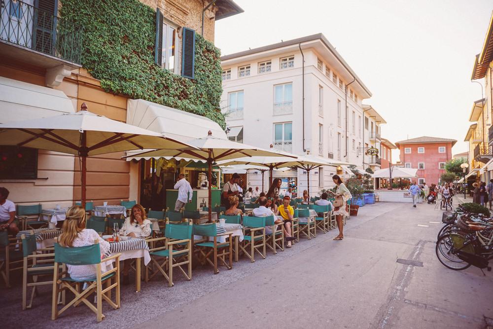Forte dei Marmi, al fresco restaurants.