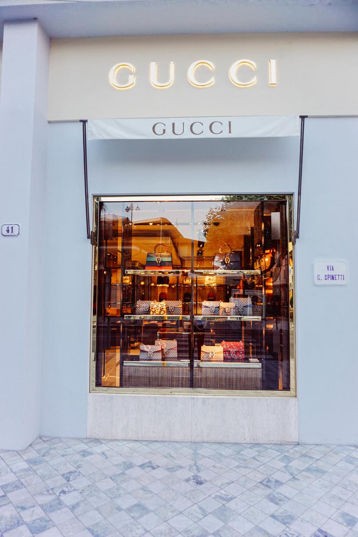 Forte dei Marmi, fashion style. Gucci store.