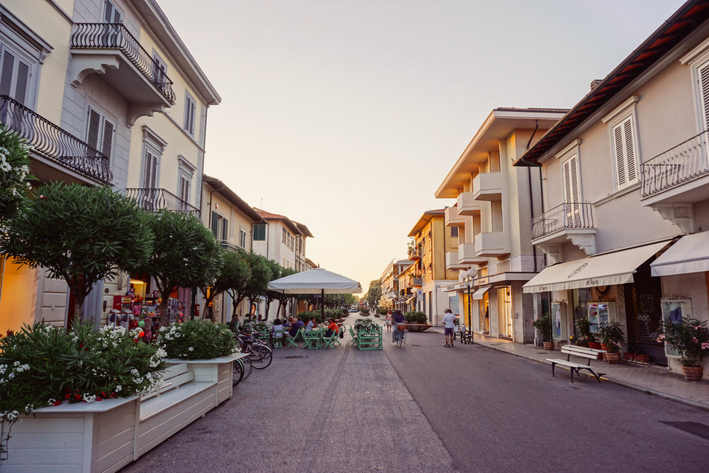 Forte dei Marmi, fashion style. Shopping street.