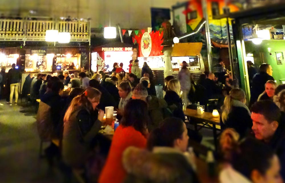 Sociable crowds gather at Copenhagen Street Food © Caroline Santos