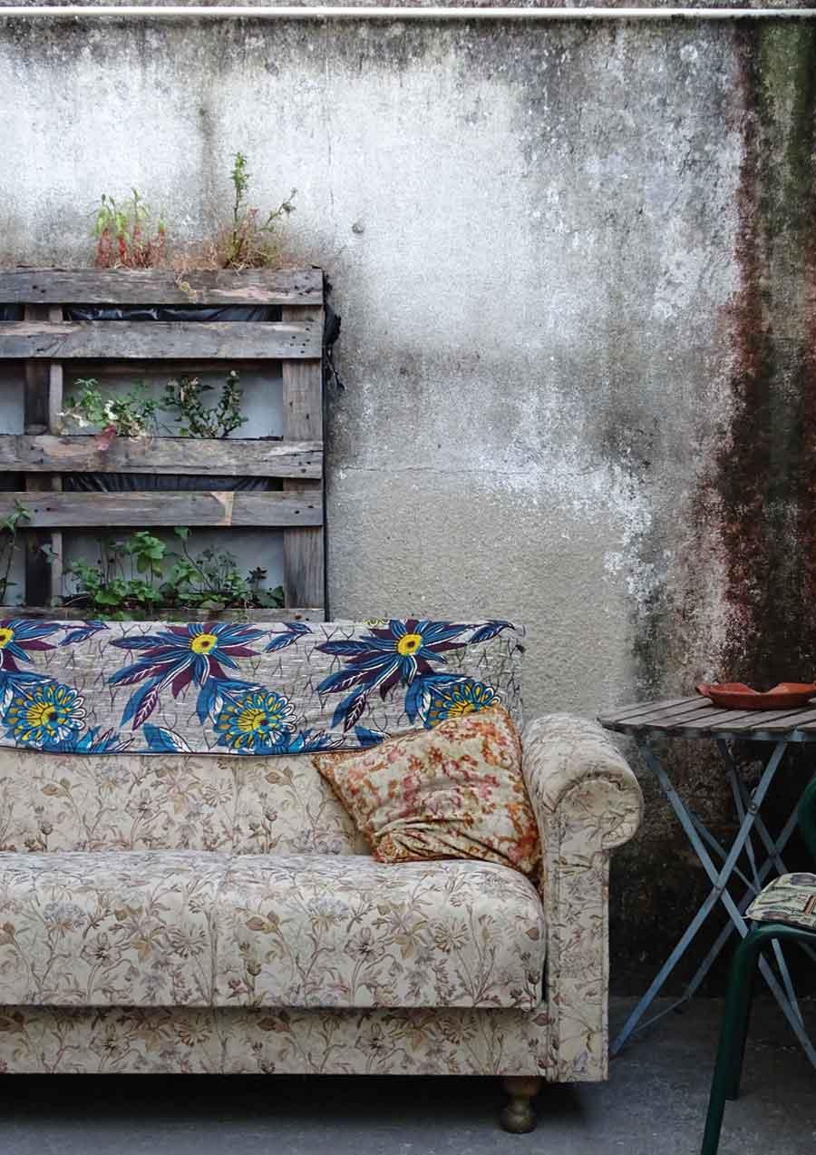 Relaxed seating at Cozinha Popolar, Lisbon © Caroline Santos