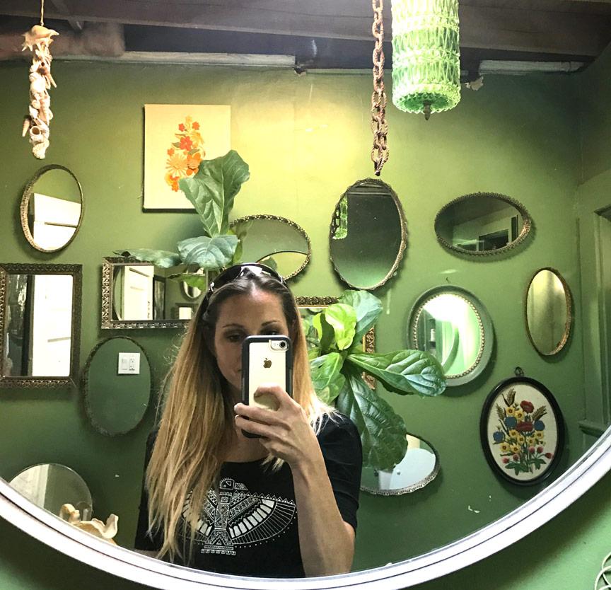 bigredsungreenbathroom.jpg