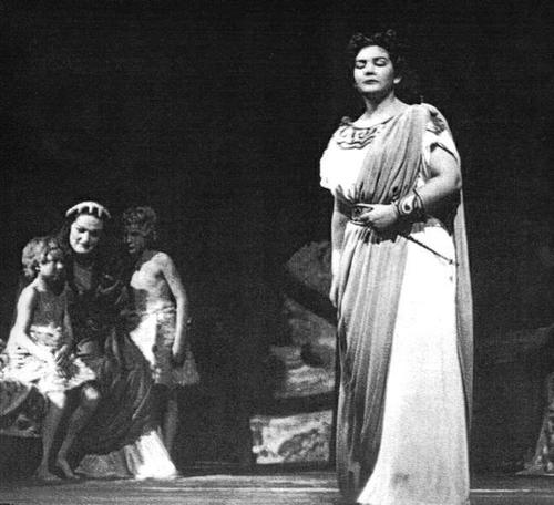 Joan Sutherland (L), Maria Callas (R), 1952 Royal Opera, Covent Garden