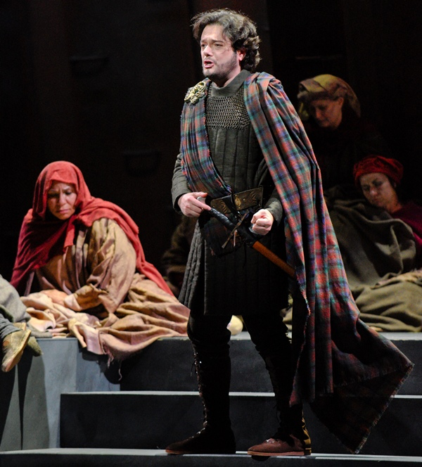Tenor Arturo Chacón-Cruz as Macduff