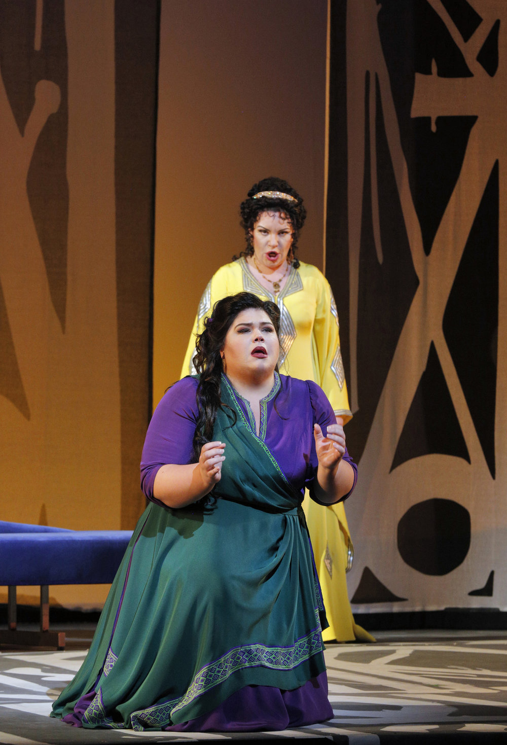 Leah Crocetto as Aida and Ekaterina Semenchuk as Amneris