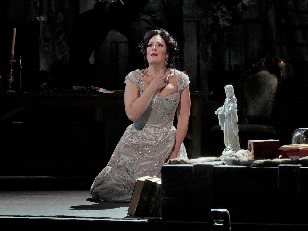 Soprano Sondra Radvanovsky as Tosca