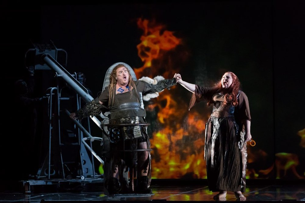 Simon O'Neill as Siegfried, Christine Goerke as Brunnhilde, and 'Grane'
