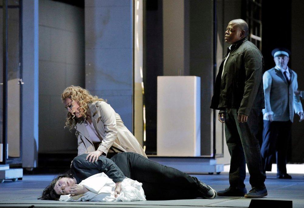 Christine Goerke as Elektra, Adrianne Pieczonka as Chrysothemis, and Alfred Walker as Orest