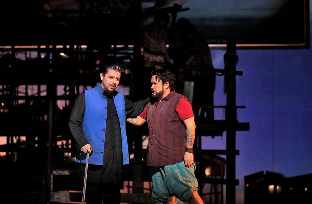 (L to R): Baritone Alfredo Daza as Zurga, tenor Javier Camarena as Nadir