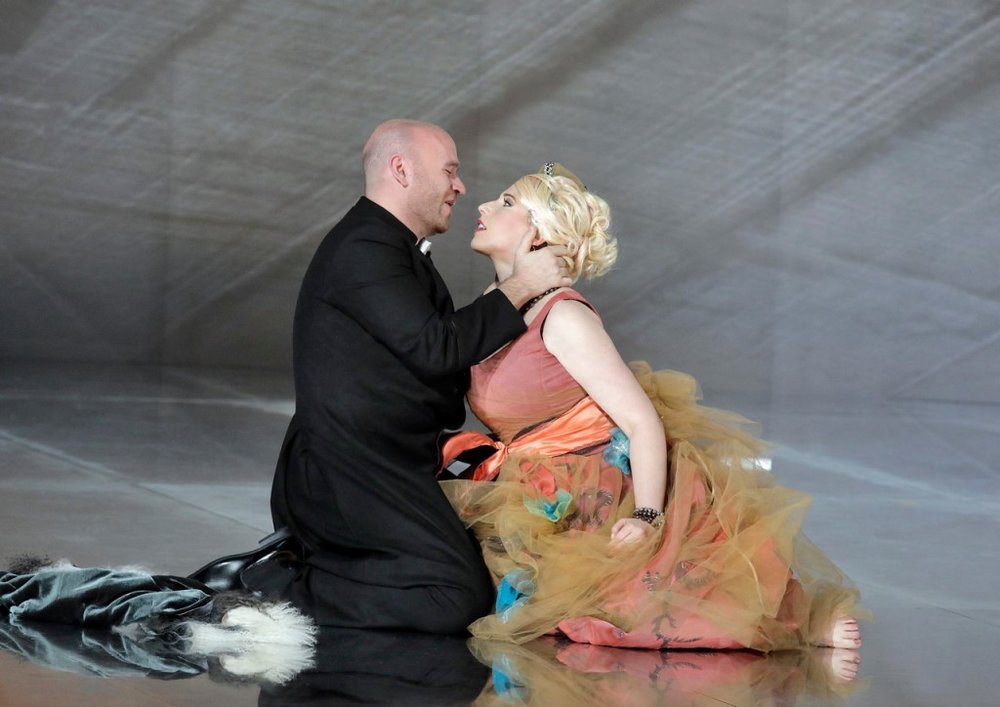 Michael Fabiano as Des Grieux and Ellie Dehn as Manon