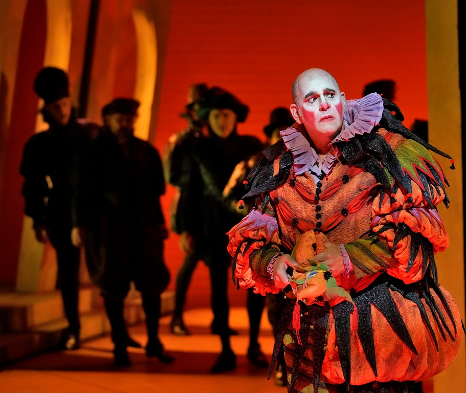 Baritone Juan Jesús Rodríguez as Rigoletto