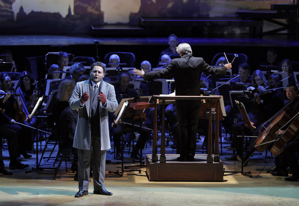 Andrei Shchelkalov (baritone Aleksey Bogdanov) reveals that Boris is refusing to become Tsar