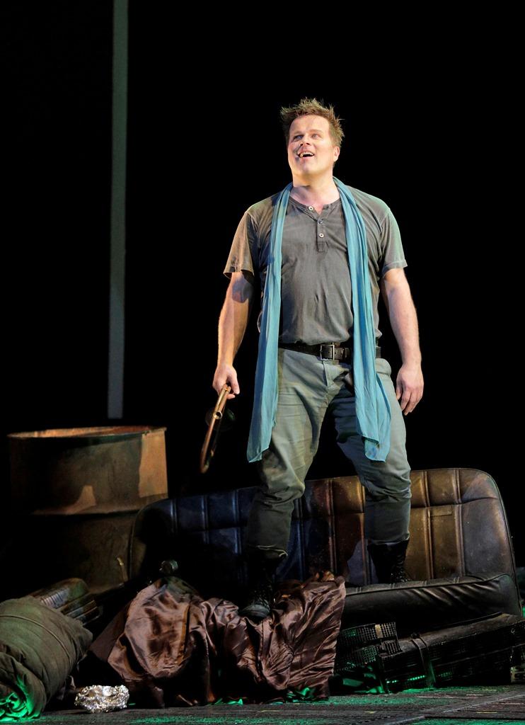 Daniel Brenna as Siegfried
