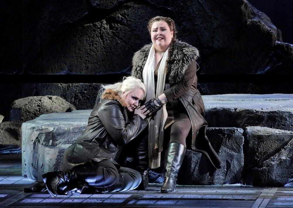Iréne Theorin as Brünnhilde and Jamie Barton as Waltraute