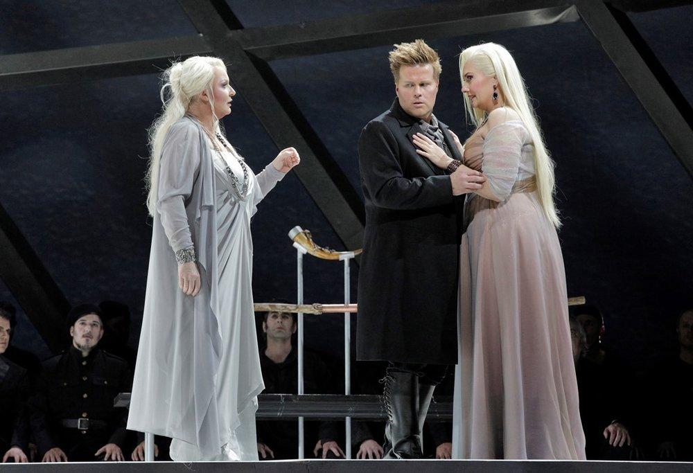 Iréne Theorin as Brünnhilde, Daniel Brenna as Siegfried and Melissa Citro as Gutrune