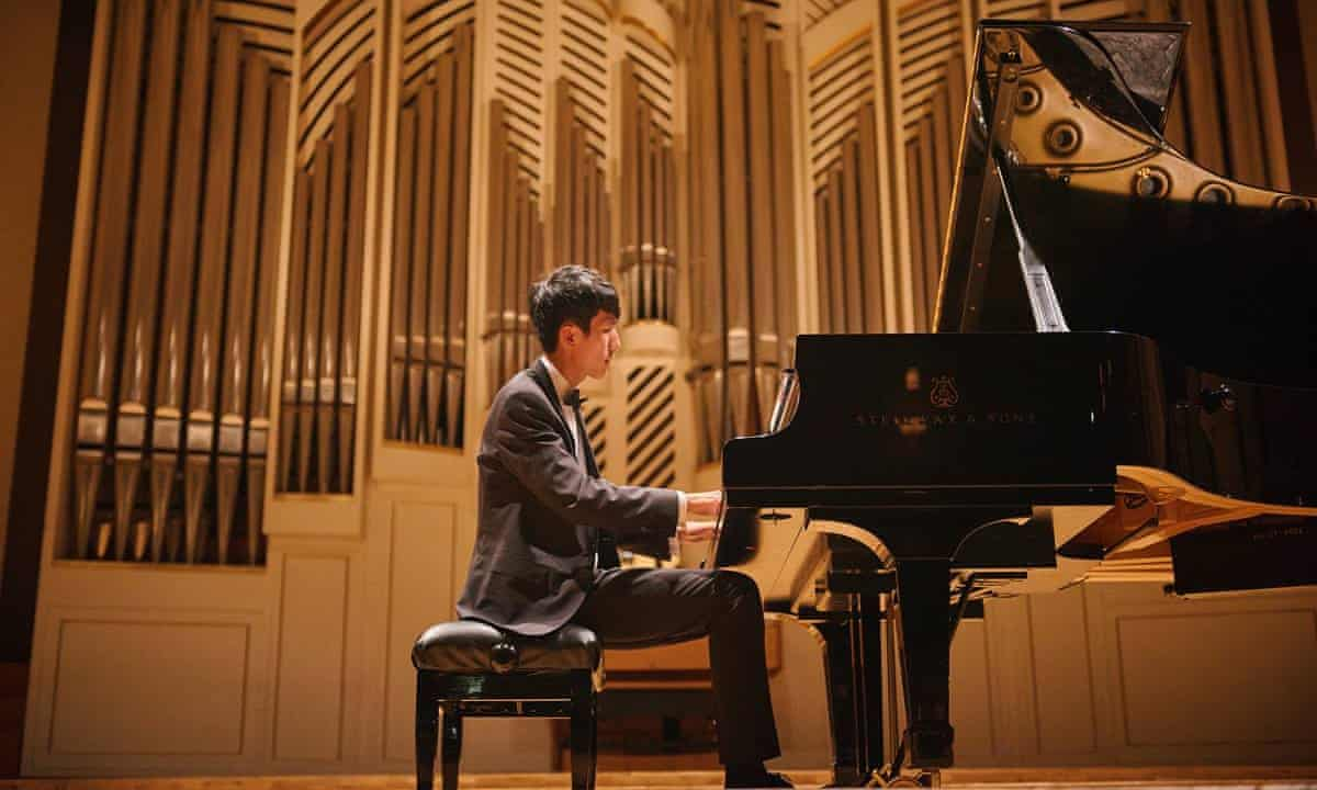 US pianist Eric Lu, 20, wins top prize at Leeds competition