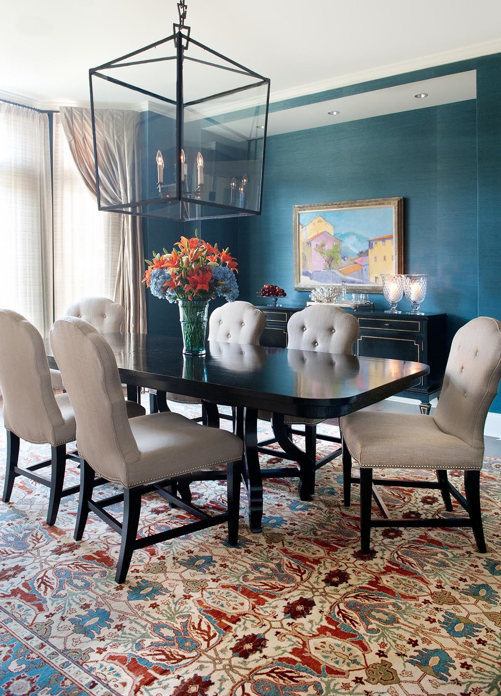 Peacock blue grasscloth wall in a classic dining room. Come see more interior design inspiration from Elizabeth Drake. Photo by Werner Straube. #interiordesign #classicdesign #traditionaldecor #housetour #elizabethdrake